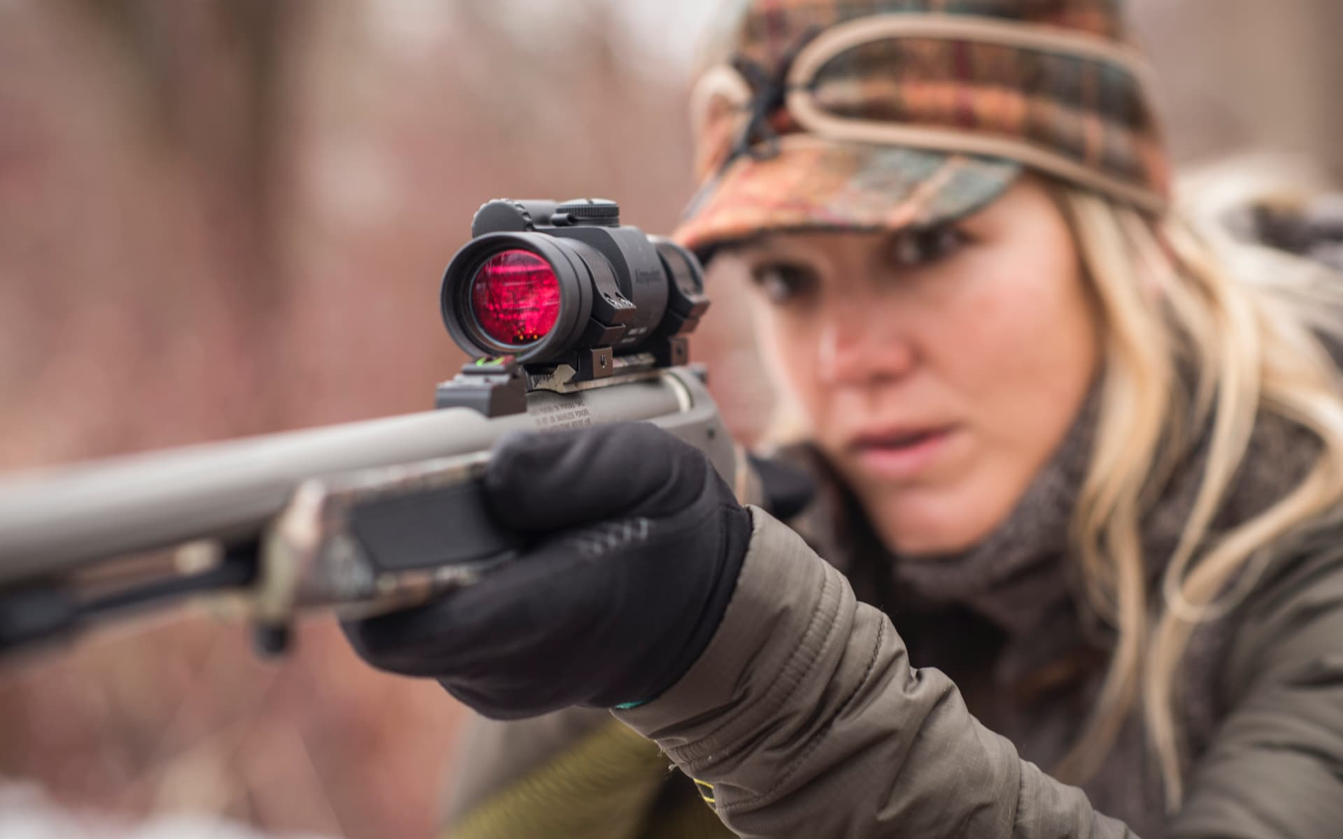 Woman - Hunter with Aimpoint red dot Sight